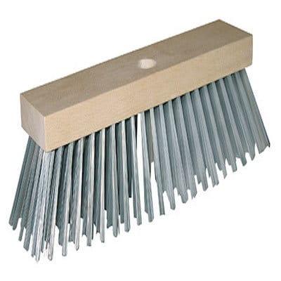 Stahldrahtbesen mit Holzrücken