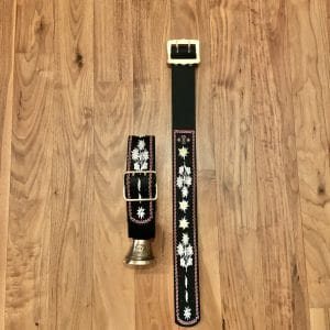 Glocke mit Riemen Blumen Stickerei von Stickerei Eder